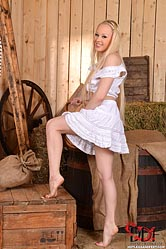 Lola Taylor