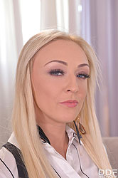 Amber Deen in 'Milf Teacher Craves Deep Throat'