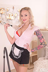 Kayla Green in 'Big Tittied Blonde Housemaid gets Dirty'