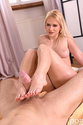 Rossella Visconti in 'The Ultimate Footjob Massage'