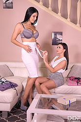Alyssia Kent in 'Lesbians Foot Play in Sauna'